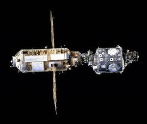 Zárodek stanice ISS - Zarja (vlevo) a Unity