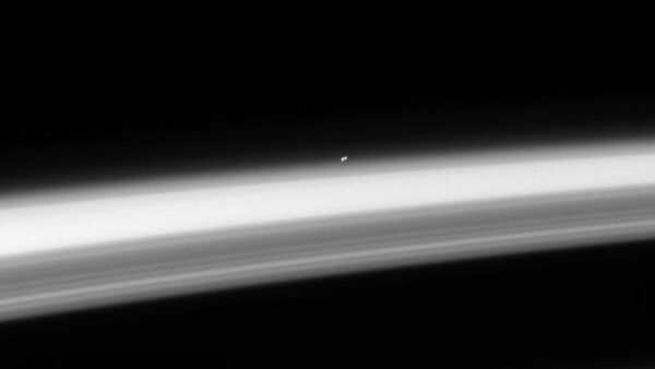 Troposféra Saturnu a hvězdný systém A a B Centauri