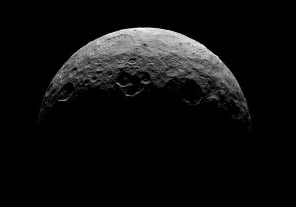 Ceres ze vzdálenosti 13 600 km