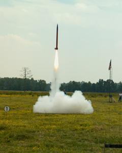 Start modelové rakety na cukr/KNO3. Zdroj: jcarter.privatedata.com