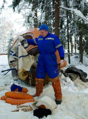 Sergej Prokopjev při nácviku přistání v zimní krajině