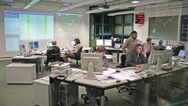 Pohled do Lander Control Center v DLR v Kolíně nad Rýnem.