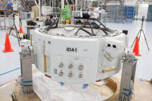 Adaptér IDA-1 pro připojování soukromých pilotovaných lodí.