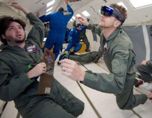Inženýři NASA a Microsoftu testují brýle v letadle Weightless Wonder C9 zdroj: nasa.gov