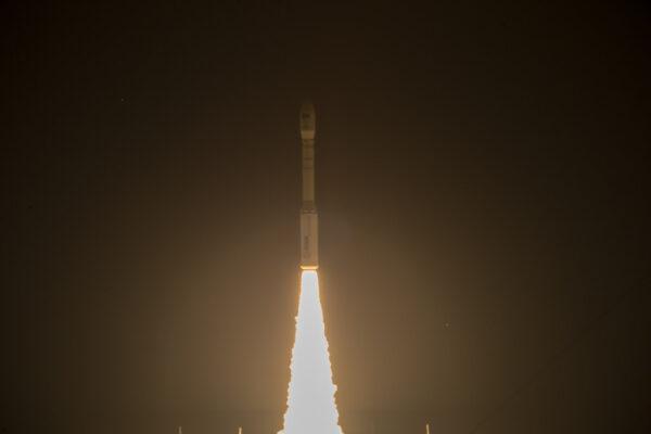 Vega má vzhledem ke své malé velikosti a váze mnohem větší akceleraci než třeba Ariane 5