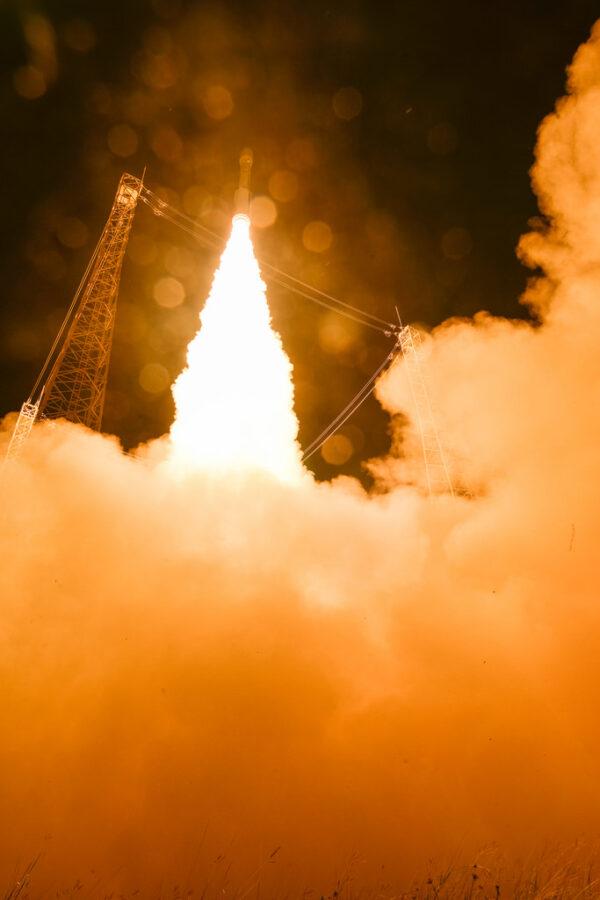 První stupeň poskytuje tah 2 261 kN
