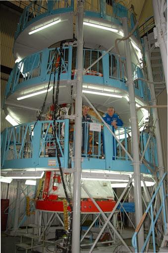 Konstrukce v hale firmy Eněrgija, ve které se schovává zcela nový Sojuz.