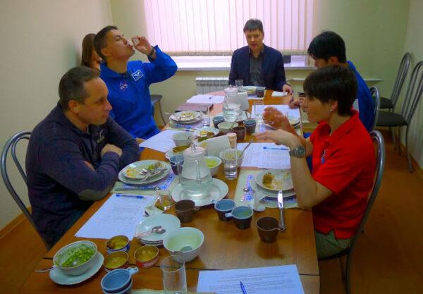 Ochutnávání a hodnocení ruského menu.