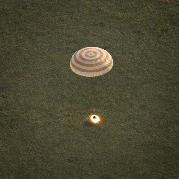 Úspěšné přistání Sojuzu TMA-15M