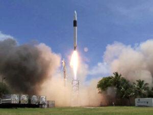 Do čtvrtice všeho dobrého - Falcon 1 stoupá na oběžnou dráhu...