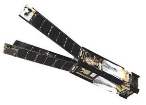 LaightSail se složenou plachtou a rozevřenými solárními panely