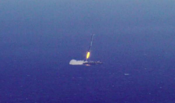 T+ 0:09:00: Čas přistání prvního stupně na plošinu