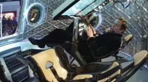Elon Musk na palubě Dragonu V2 - možná právě tento stroj mu umožní splnit jeho sen - umřít na Marsu (nikoli však při impaktu!)