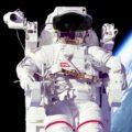 Astronaut s brýlemi HoloLens zdroj: NASA + Microsoft