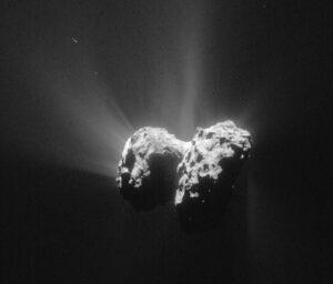 Snímek komety 67P/Čurjumov-Gerasimenko z 15. června ze vzdálenosti 207 kilometrů. Rozlišení snímku je  17,7 m/pixel. Výtrysky hmoty z jádra jsou vidět velmi dobře.