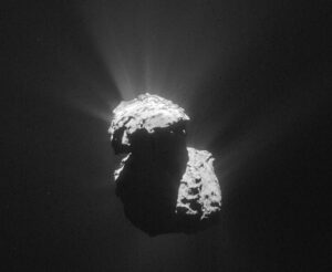 Snímek komety 67P/Čurjumov-Gerasimenko pořízený 14. června ve vzdáelnsoti 203 km od středu jádra, rozlišení fotky je  17,3 m/pixel