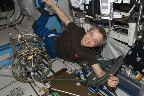 Kanadský astornaut Robert Thirsk v modulu Destiny