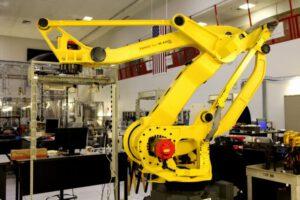 Kennedy Space Center: Swamp Works, kde inženýři a vědci testují nové technologie a postupy budoucích strojů, které nám umožní výrazně zlevnit dobývání vesmíru Credits: NASA/Dan Casper