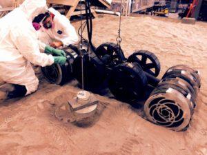 Druhá generace roveru RASSOR na Swamp Works v KSC Credit: NASA