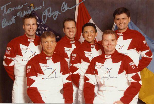 Oddíl pilotů pro Canadian Arrow i s osobním věnováním jednoho  z nich, Larryho Clarka.