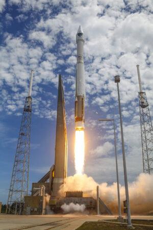 Start rakety Atlas V s navigační družicí GPS 2F-10