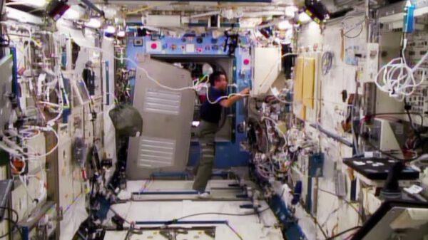 Snímek z palubní kamery japonského modulu JEM.