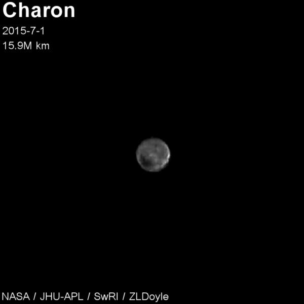 Měsíc Charon fotka z 1. července. Autor: ZL Doyle