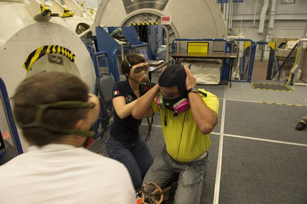 Americké ochranné masky mají svou vlastní kyslíkovou láhev.
