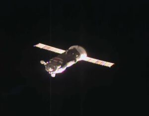 Progress M-28M během příletu k ISS.