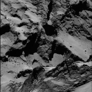 Díra na povrchu jádra komety 67P