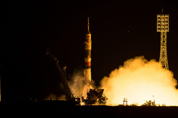 Sojuz se zvedá z rampy