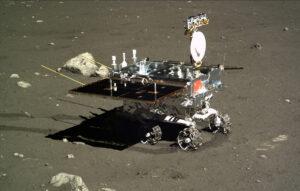 Rover Yutu na povrchu Měsíce