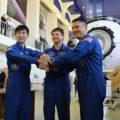 Posádka Sojuzu TMA-17M - zleva Jui - Kononěnko - Lindgren