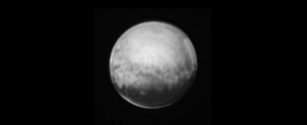Výřez snímku samotné trpasličí planety Pluto