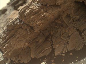 Sol 1031 Dva různé typy hornin. NASA/JPL/MSSS