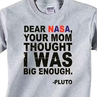 Mnoho vtípků se točí kolem toho, že Pluto dříve bývalo planetou.