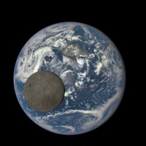 Měsíc před Zemí vyfocený sondou DSCOVR