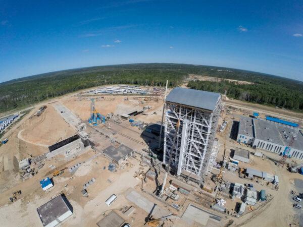Další pohled na budovanou rampu