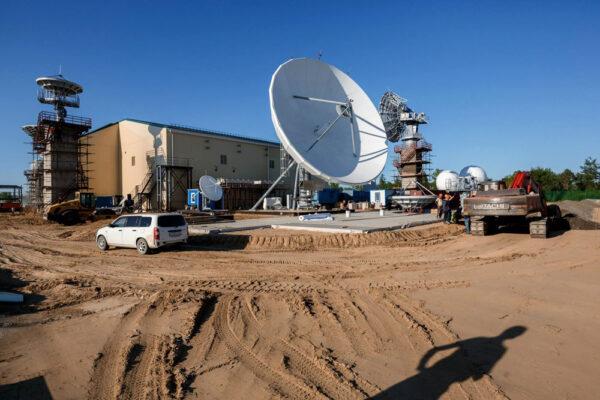 Je potřeba vybudovat i komunikační stanice pro získávání telemetrie z rakety.