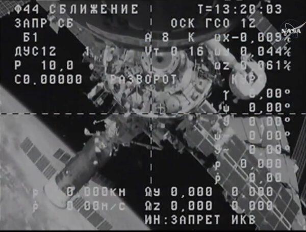 Pohled na ISS z kamery odlétávajícího Progressu krátce pod oddělení