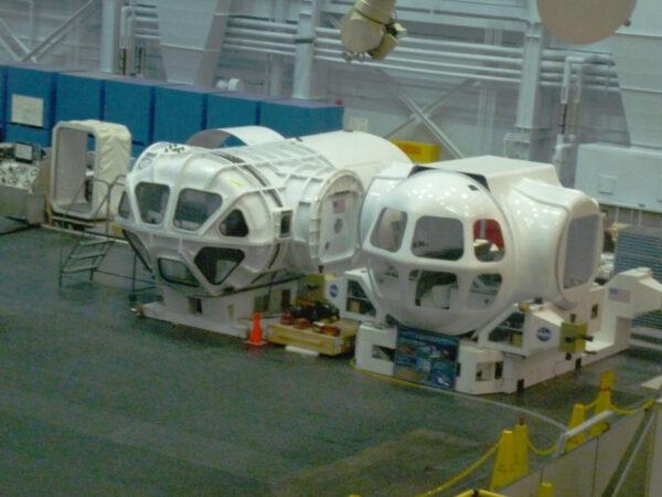 V současnosti probíhá testování různých řešení obytných modulů pro cizí tělesa v pozemských podmínkách