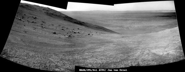 Sol 4096 dno kráteru Endeavour. NASA/JPL/Cornell/Jan van Driel