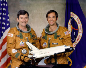 Posádka prvního letu raketoplánu - zleva John Young - Robert Crippen