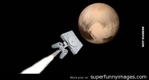 Jeden z mála poučných obrázků - Sonda New Horizons využívá procesor, který je zhruba stejně výkonný jako ten z herní konzole PS1