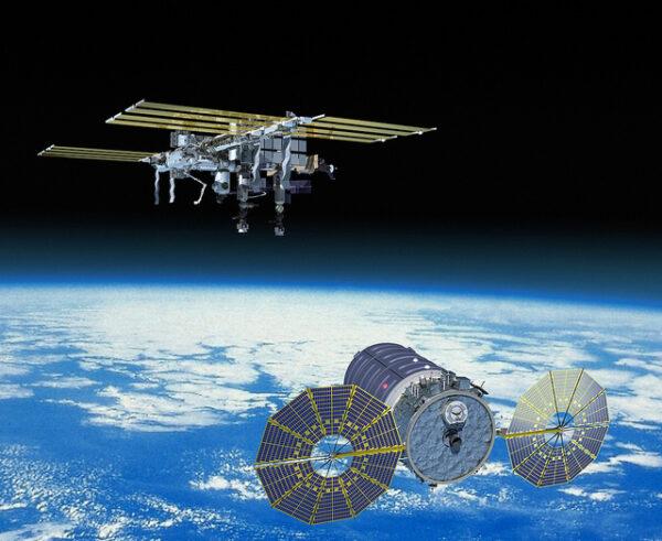 Nový Cygnus přilétá ke stanici.