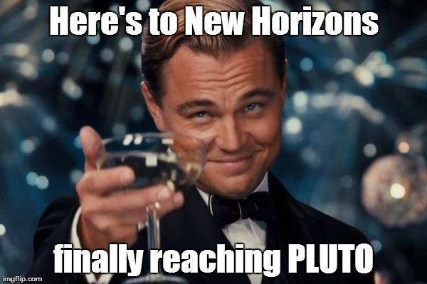 """Dnešní článek nemůžeme zakončit stylověji """"Na to, že New Horizons konečně dorazila k PLUTU."""""""
