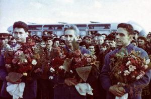 Posádka Voschodu 1 Zleva: Boris Jegorov - Konstantin Feoktisov - Vladimír Komarov