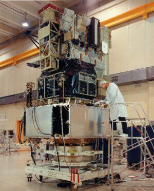 Montáž a testování SOHO v Kennedyho kosmickém centru.