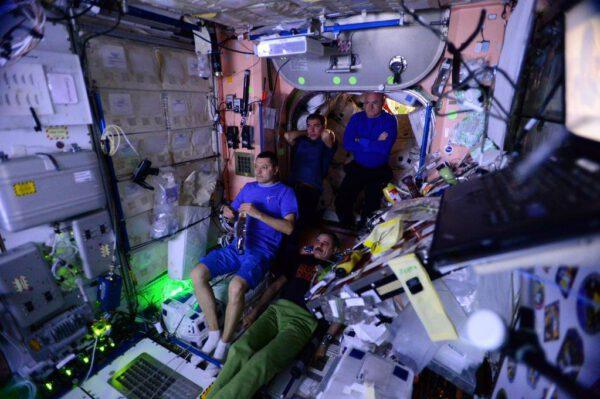 Promítání filmu Marťan na ISS