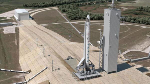 Raketa Falcon 9 v1.2 s pilotovanou lodí Crew Dragon na rampě 39A